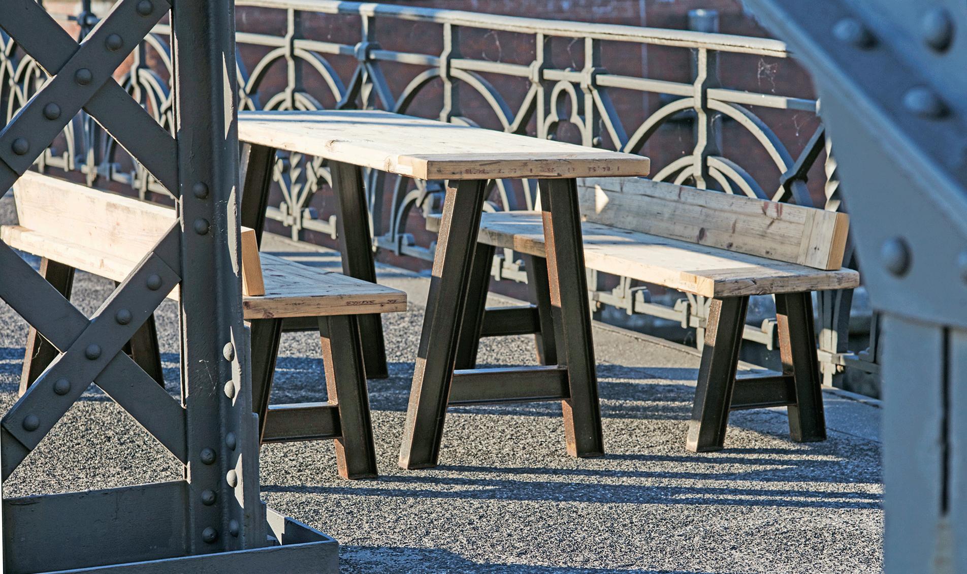 Outdoor-Tisch mit Sitzbank   JANSSON Mashup Design, Hamburg