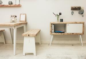 Upcycling auf skandinavisch - Küchentisch, Hocker und Sitzbänke aus Bauholz